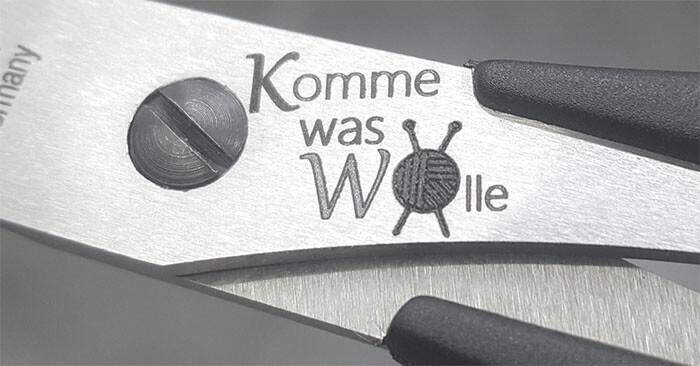 Komme-was-Wolle-Gravur-Ansicht-Beschreibung